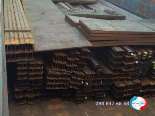 Hàng sắt thép được vận chuyển đi Campuchia bằng sà lan - dịch vụ cung cấp bởi Dịch Vụ Hải Quan Trọn Gói - XNK Đại Kim Phát