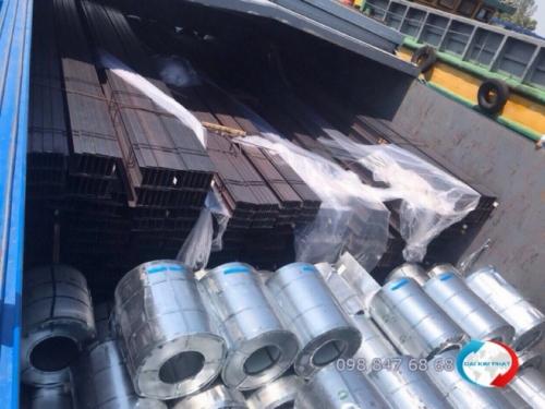 Thuê sà làn chở sắt thép xây dựng là một trong những dịch vụ quạn trọng nhất trong cho thuê sà lan vận chuyển hàng đi Campuchia