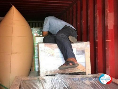 Container vận chuyển gạch ngoại thất Mosaic dùng trang trí trong xây dựng, hồ bơi - Dịch Vụ Hải Quan Trọn Gói - XNK Đại Kim Phát thực hiện thủ tục nhập khẩu gạch ốp lát, vật liệu xây dựng các loại nhanh chóng, tiết kiệm