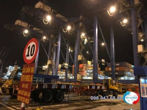 Khâu bốc dỡ hàng tại cảng Cát Lái TPHCM -  Dịch Vụ Hải Quan Trọn Gói - XNK Đại Kim Phát