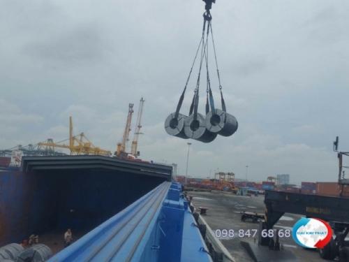 Bốc xếp hàng vật liệu xây dựng lên sà lan vận chuyển từ HCMC đi Campuchia - trọn gói dịch vụ hải quan từ Xuất Nhập Khẩu Đại Kim Phát