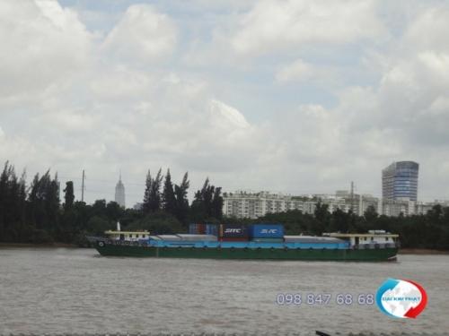 Vận chuyển hàng hóa nội địa bằng đường sông thông qua sà lan (xà lan)