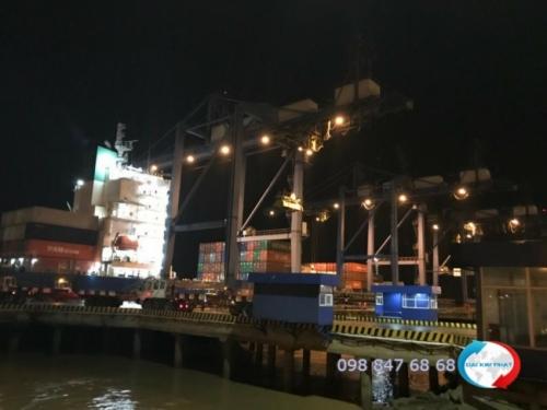 Hình khai thác hàng xuất nhập khẩu tại cảng - dịch vụ xuất nhập khẩu trọn gói từ Dịch Vụ Hải Quan Trọn Gói - XNK Đại Kim Phát