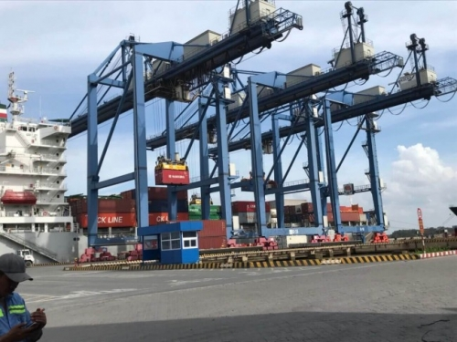 Đầy đủ dịch vụ hỗ trợ: bốc xếp container từ tàu lớn xuống cảng Cát Lái, vận chuyển nội địa bằng container, sà lan từ cảng về kho và ngược lại, cho đến làm thủ tục hải quan trọn gói từ Dịch Vụ Hải Quan Trọn Gói - XNK Đại Kim Phát